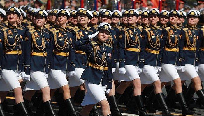 army women putin 1