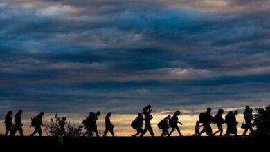 Photo of Πάνω από 900 πρόσφυγες μεταφέρονται από τα νησιά στην ηπειρωτική Ελλάδα
