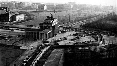 Photo of Στις 9 Νοεμβρίου έπεσε το Τείχος του Βερολίνου