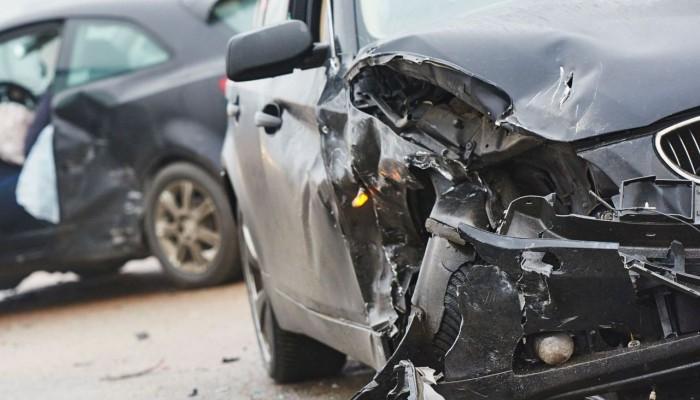 Ηράκλειο: Αυτοκίνητο καρφώθηκε πάνω στη διαχωριστική νησίδα (pics) 1