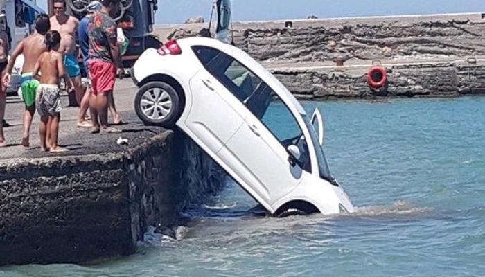 Παχιά Άμμος: Αυτοκίνητο έπεσε στην θάλασσα 1