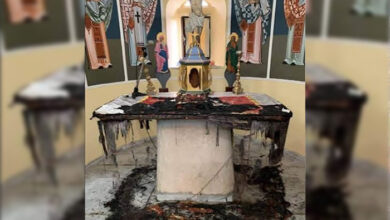 Photo of Χίος: Έκαψαν την Αγία Τράπεζα του Ιερού ναού Αγίου Χαραλάμπους
