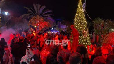 Photo of Ελούντα: Με μεγάλη λαμπρότητα το άναμμα του Χριστουγεννιάτικου δέντρου (pics)