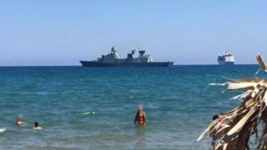 Photo of Χανιά: Φρεγάτα, κρουαζιερόπλοιο και λουόμενοι..